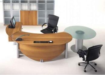 Офисная мебель на заказ: готовые проекты  компьютерных столов, подбор материала для столешницы