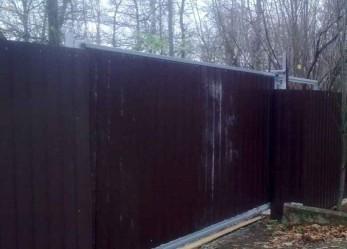 Откатные ворота и ограждение из профнастила