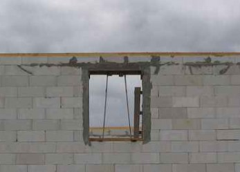 Крепление мауэрлата к стене из газосиликатных блоков