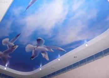 Натяжные потолки  «небо с облаками»  фото интерьеров