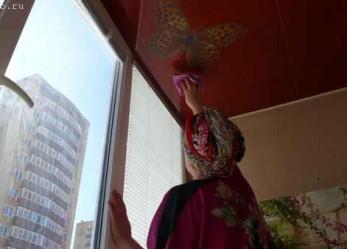 Чем и как мыть натяжные потолки: матовые, тканевые, глянцевые?