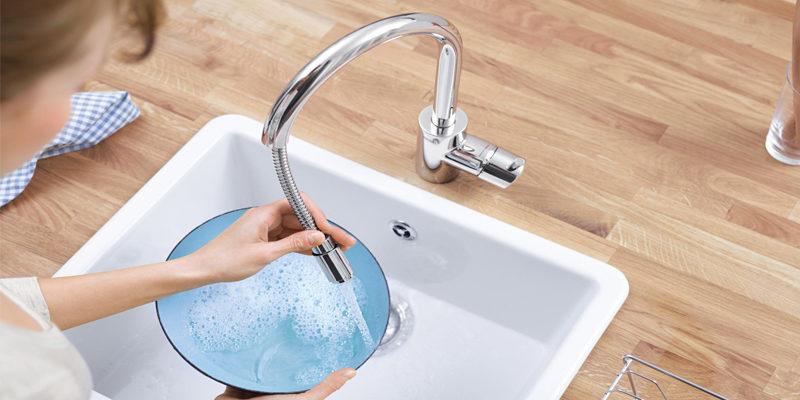 Удобно ли использовать смеситель для кухни с гибким изливом?