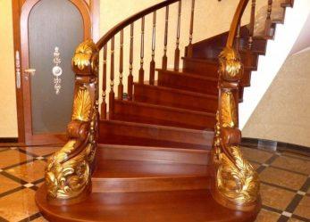 Где расположить лестницу?