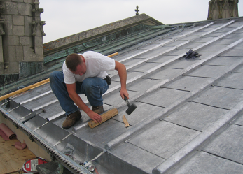 Чем замазать крышу, чтобы не текла?