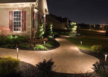 Как правильно обустроить освещение в саду?